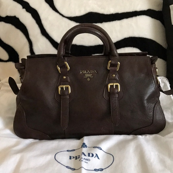 Prada leather bag. M 5ad3bdbe5521becb974981da 59cd499e0a
